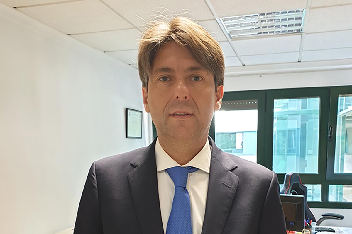 Embajador Cesar Chaves Liga Española de Debate Universitario