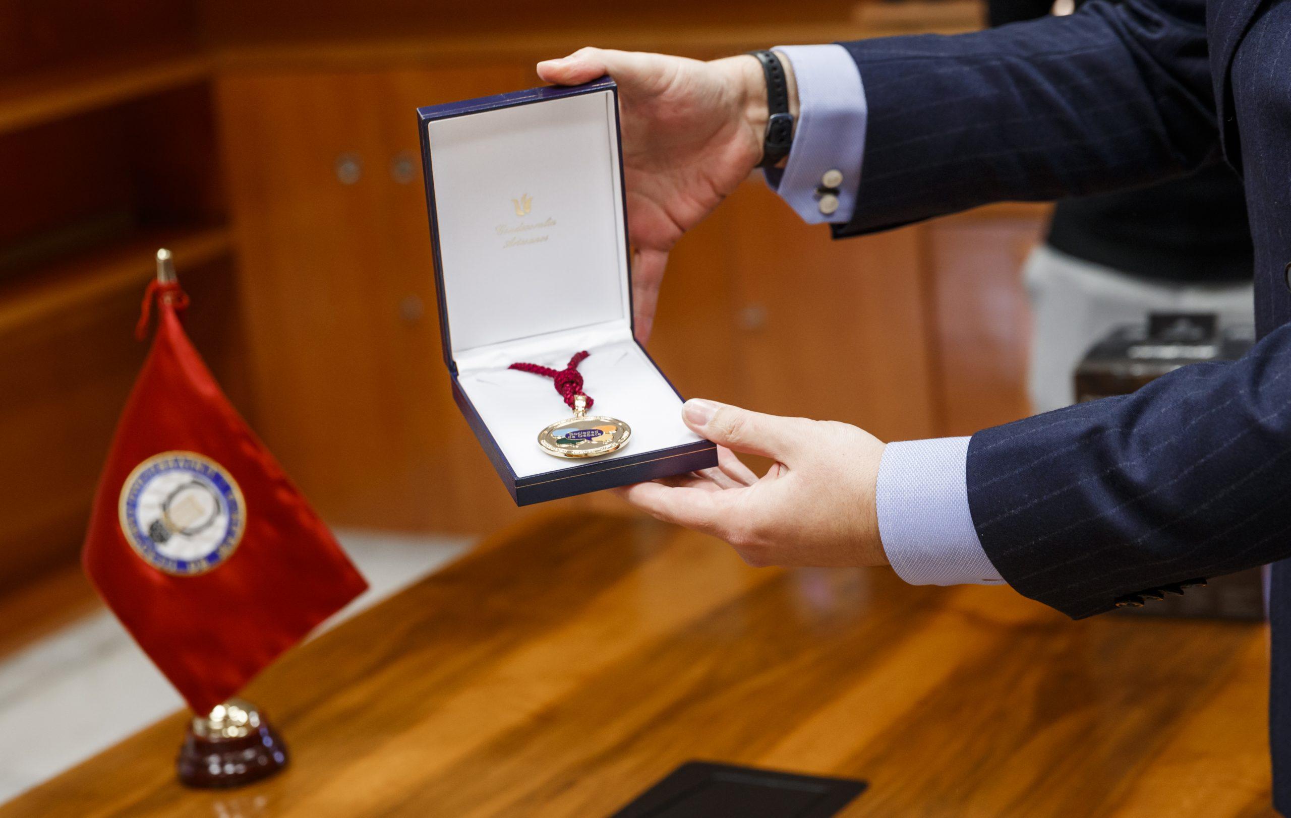 La Universidad Carlos III entrega una medalla a la LEDU por su labor