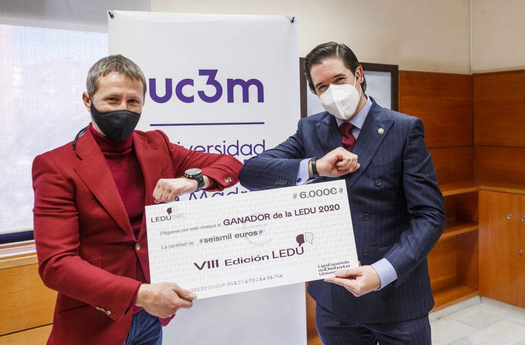Entrega del premio de la 8ª edición de la Liga Española de Debate Universitario