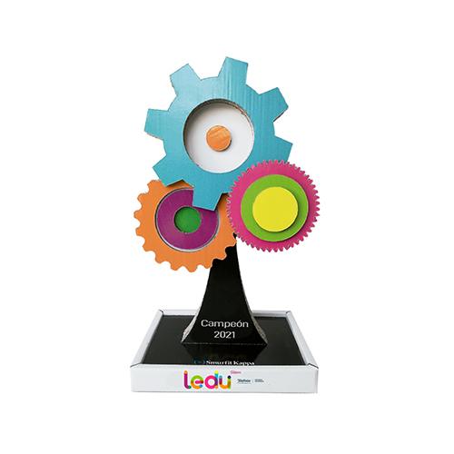 Trofeo diseñado por SmurfitKappa para el Torneo LEDU Stem Cátedras Telefónica