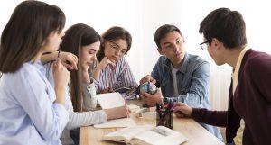 Cerca de 300 universitarios de 20 países optan a participar en 'Esto es debatible'