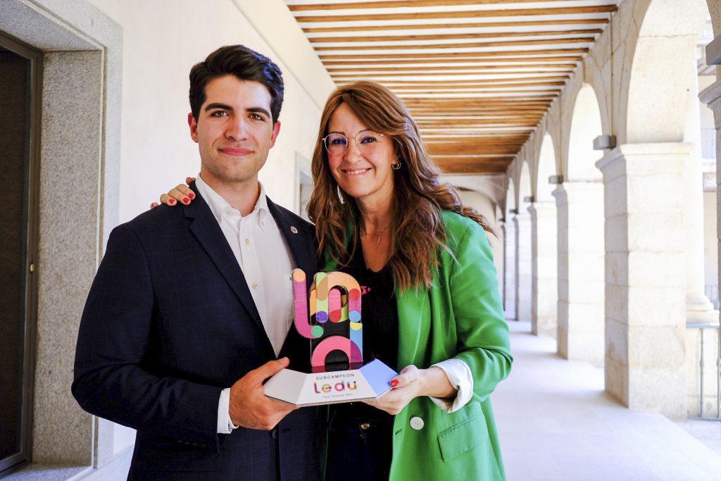 El trofeo de subcampeones de la Fase Talentos de la LEDU ya está en la Universidad de Alcalá
