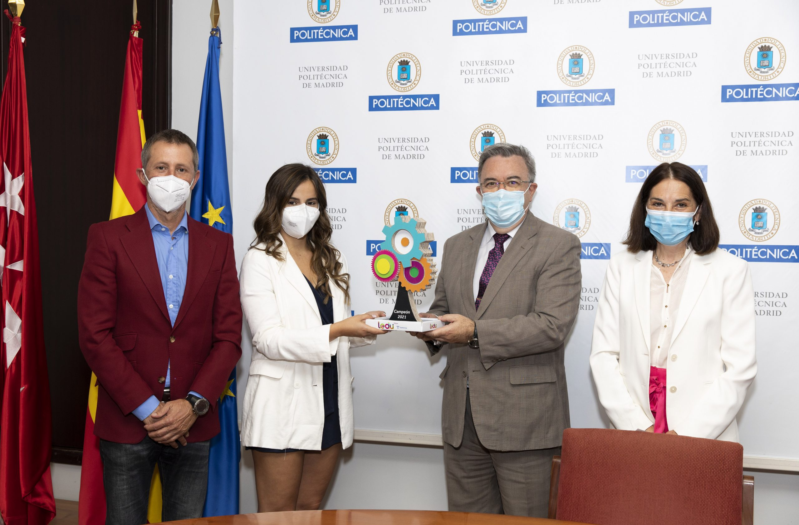 Las ganadoras del Torneo LEDU STEM Cátedras Telefónica reciben su premio